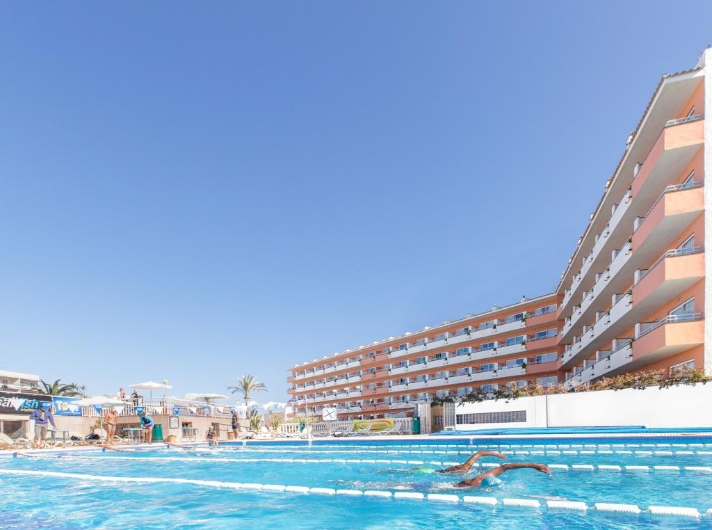 25-Meter-Pool für Schwimmer (Foto: Ferrer-Hotels)