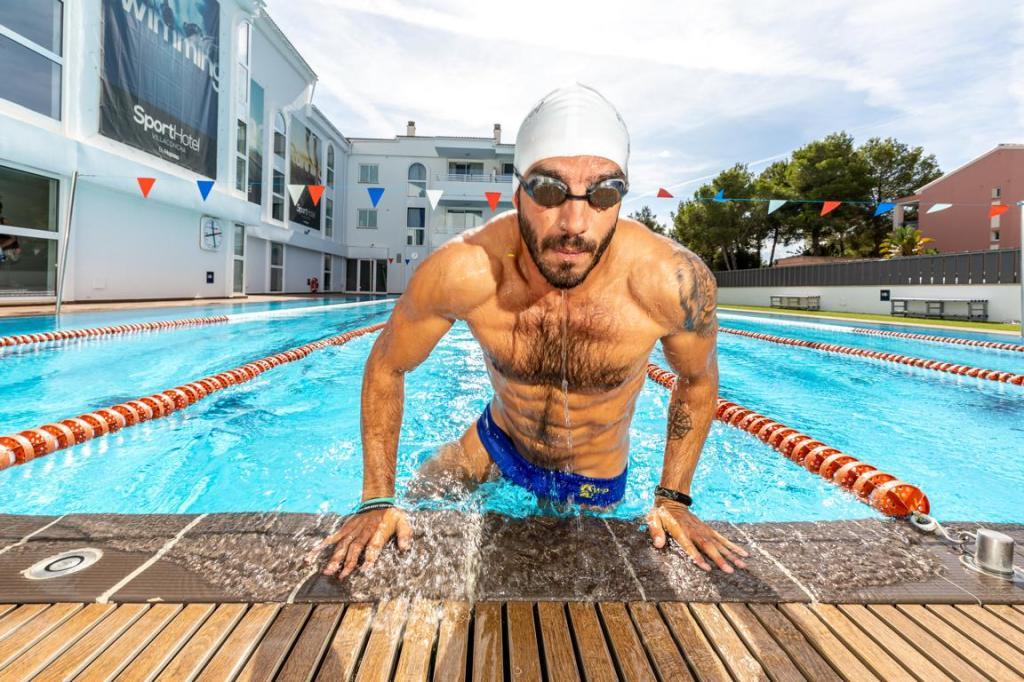 Der beheizte 25-Meter-Pool ist nur eines der Highlights für Triathleten im Sporthotel Villaconcha. (Foto: Hoposa-Hotelgruppe)