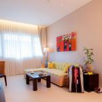 K1600_Junior Suite Pool Wing - Living Room (17)