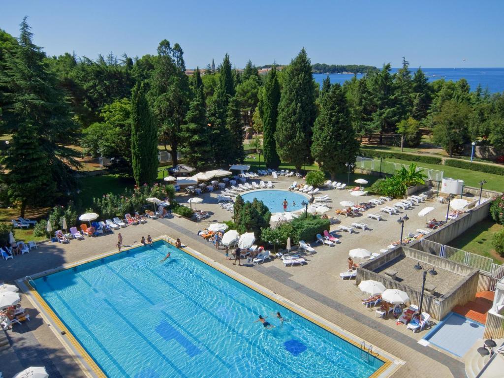 25-Meter-Pool mit Meegeschmack im Valamar Pical Hotel. (Foto: Valamar Hotels & Resorts)