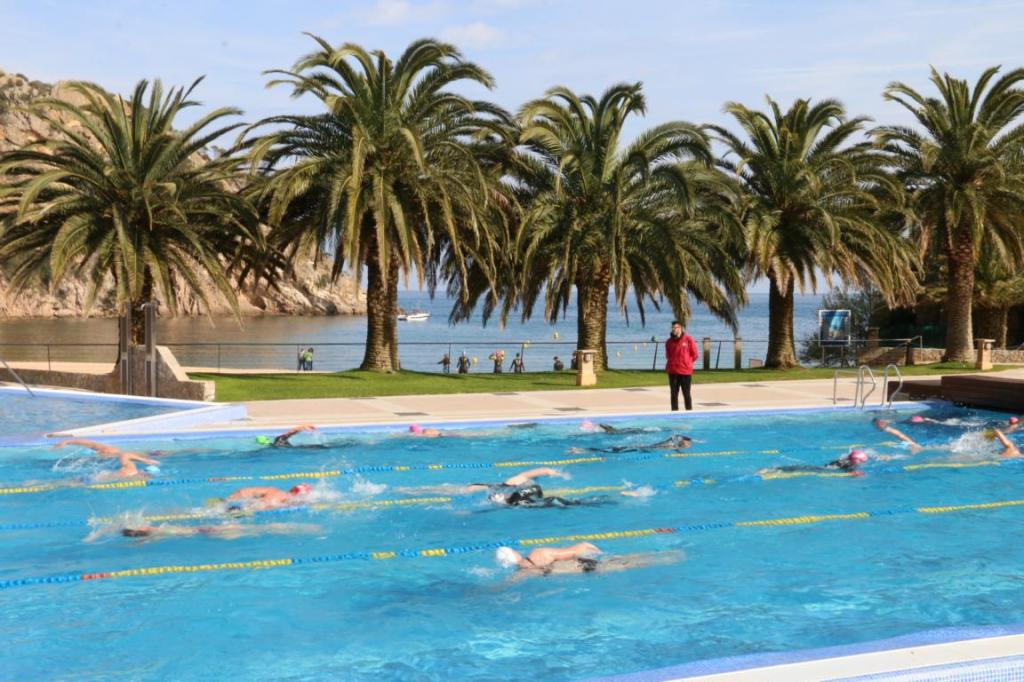 Wer die Wahl hat, hat die Qual: Pool oder Meer! Foto: Giverola Resort