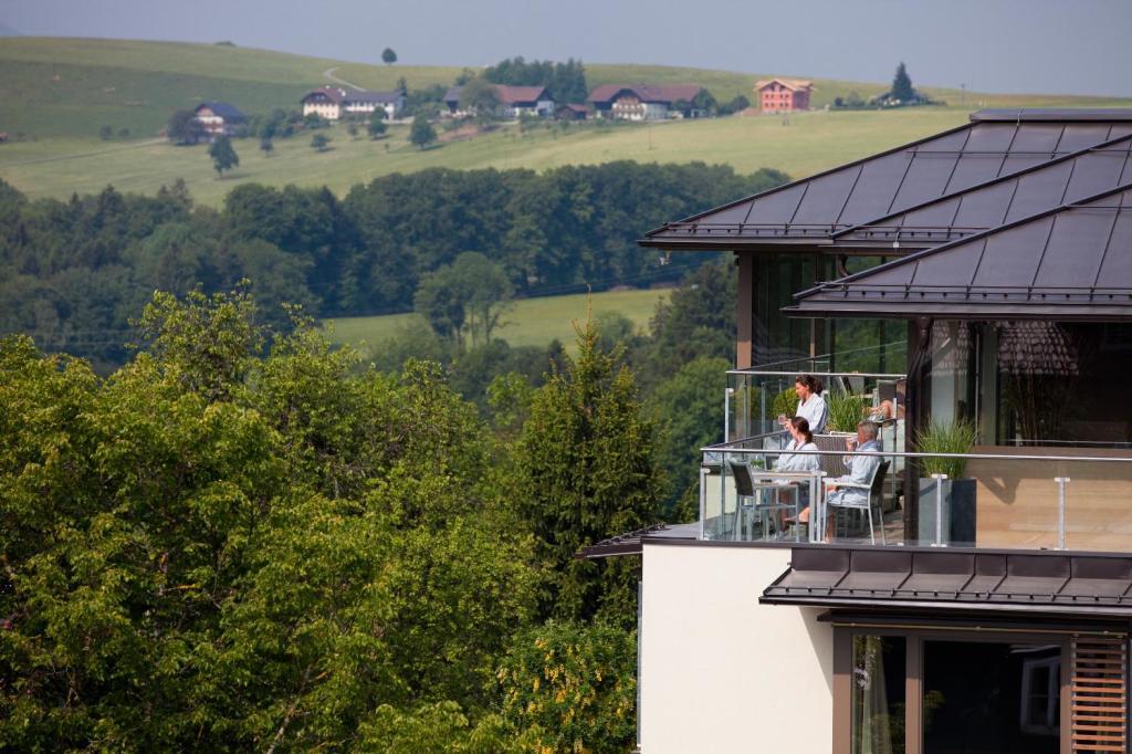 Rund um das Hotel Gmachl bei Salzburg läßt sich in traumhafter Landschaft endlos radeln - oder so lange, wie die Waden mitmachen. (Foto: Romantik Hotel Gmachl)