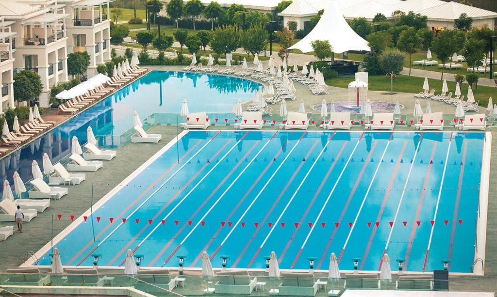 Vor allem Schwimmer fühlen sich im Titanic Deluxe Belek mit seinem 50-Meter-Wettkampfbecken wohl. (Foto: Titanix Deluxe Belek)