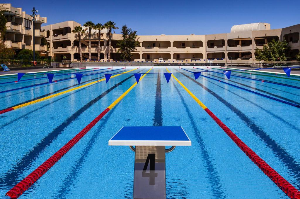 Mit dem neuen beheizten 50-Meter-Wettkampfbecken, Fitnessstudio und Radstation bietet das Hotel Occidental Lanzarote alles, was der Triathlet und die Triathletin fürs Training braucht. (Foto: Barceló Hotel Group)