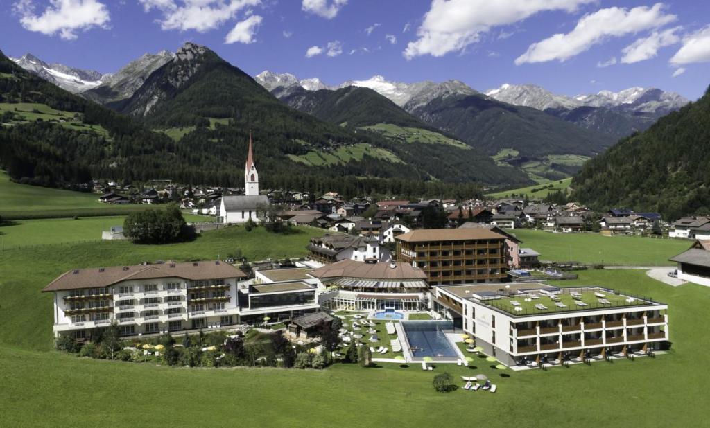 Top-Hotels für Triathleten und ihre Familien in traumhafter Landschaft wie hier das Hotel Schwarzenstein: Südtirol, wir kommen! (Foto: Hotel Schwarzenstein)