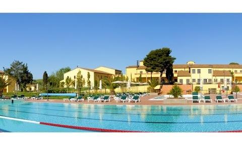 Ein Highlight des Sportresorts Poggio all´Agnello in das Toskana ist der beheizte 50-Meter-Wettkampfbecken (Foto: Poggio all´Agnello)